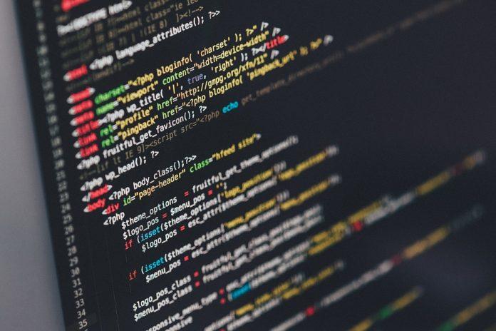 La programación tiene diversos lenguajes; estos lenguajes, tienen como finalidad, establecer normas; estas normas son codificadas a través de un proceso llamado